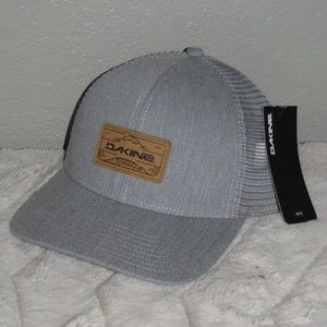 0b71c05b1c3ce Dakine Accessories - New NWT Dakine Men s Peak to Peak Trucker Hat Grey